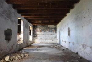 Il refettorio del convento abbandonato a Saracena (CS)